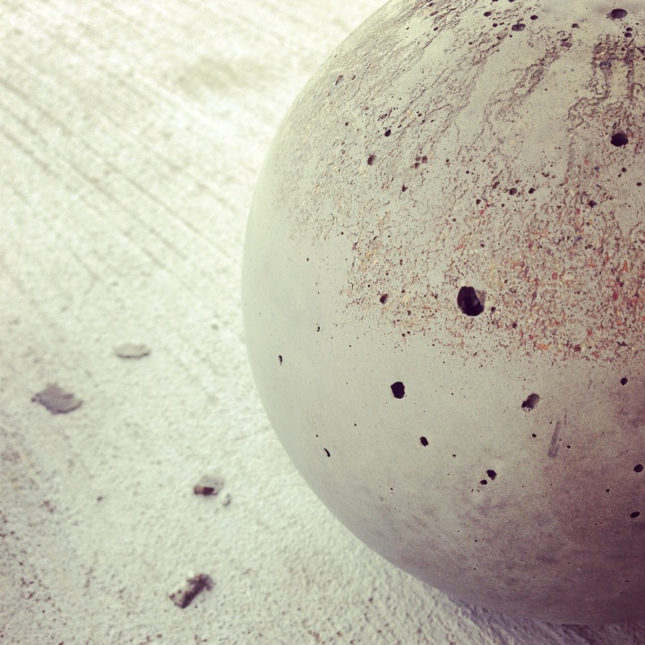 DIY Industrial Home Decor // Concrete Ball